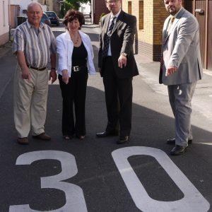 v.r.n.l. Guido van den Berg, Dierk Timm, Juta Herrmann, Hr. Schwarz (Anwohner)