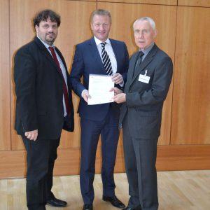 v.l.n.r.: Guido van den Berg, Vorsitzender der Rhein-Erft SPD, NRW-Innenminister Ralf Jäger MdL, Hans Krings, Vorsitzender der SPD-Kreistagsfraktion