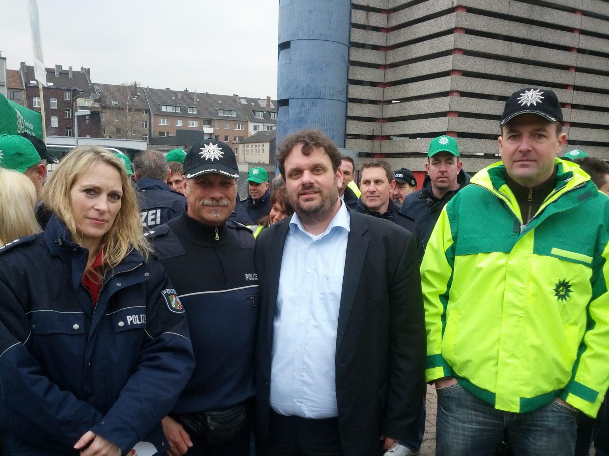 Dagmar Andres und Guido van den Berg bei der GdP vor dem Landtag (21.03.2013)