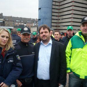 Dagmar Andres und Guido van den Berg bei der GdP vor dem Landtag