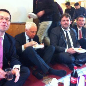 Dierk Timm, Hans Krings, Guido van den Berg MdL und Florian Herpel in der Moschee
