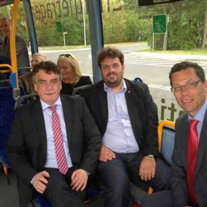 Minister Michael Groscheck mit Guido van den Berg MdL und Dierk Timm im Wasserstoffbus
