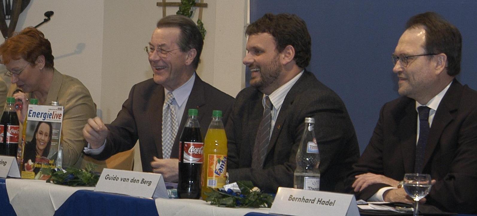 Gabriele Frechen MdB, Franz Müntefering MdB, Guido van den Berg und Bernhard Hadel (7.3.2004)