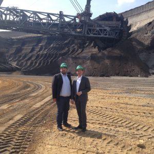Sebastian Hartmann MdB und Guido van den Berg MdL im Tagebau Garzweiler