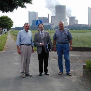v.l.n.r.: stv. Vorsitzender Big BEN Hans-Joachim Gille, SPD-Landratskandidat Bernhard Hadel, Schatzmeister Big BEN Walter Winkelius