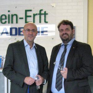 Guido van den Berg MdL und der Geschäftsführer der Rhein-Erft Akademie, Michael Maier