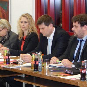 Helga Kühn Mengel MdB, Dagmar Andres MdL, Staatssekretär Thorsten Klute und Guido van den Berg MdL