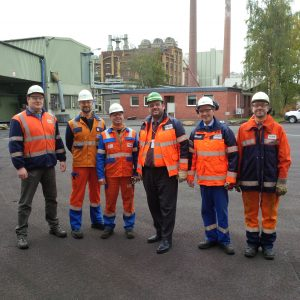 Guido van den Berg MdL mit Dr. Klaus Müller, Betriebsratsvertretern und Veredlungsexperten der RWE im Betrieb in Frechen.