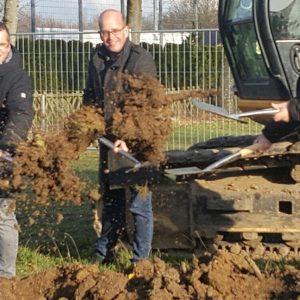 Bürgermeister Sascha Solbach, Ortsbürgermeister Michael Lambertz, Vereinsvorsitzender Hubert Wassenberg und Guido van den Berg MdL