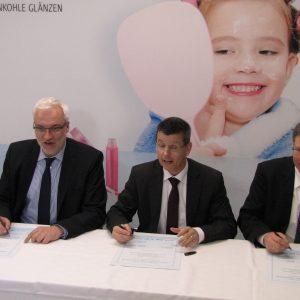 Prof. Axel Schölmerich, Minister Garrelt Duin, Dr. Lars Kulik, Prof. Görge Deerberg