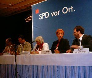 Bürgermeisterkandidat Walter Boecker, Landratskandidat Bernhard Hadel, Bundesministerin Renate Schmidt, Gabriele Frechen MdB und SPD-Kreisvorsitzender Guido van den Berg