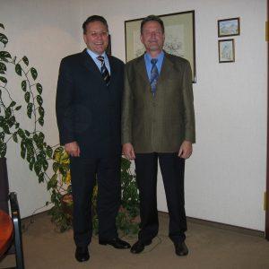 v.l.n.r.: Hardy Fuß MdL, Vorsitzender der SPD-Kreistagsfraktion, und Wilfried Effertz, Bürgermeister der Gemeinde Elsdorf