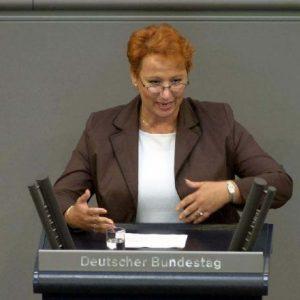 Gabriele Frechen am Rednerpult im Deutschen Bundestag
