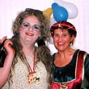 Birgit Kunold und Guido van den Berg im Karnevalstreiben 2003