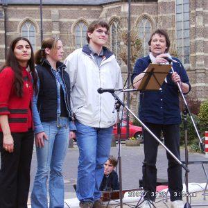 Die Schülersprecher der drei weiterführenden Bedburger Schulen auf der Friedensdemo