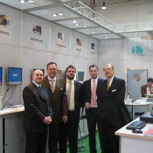 Auf der CeBIT am Stand von IIE: Farbod Fateminejad (Seventythree Networks), Hardy Fuß (SPD), Guido van den Berg (SPD), André Uphues (IIE) und Klaus Lennartz (SPD)