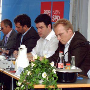 Nachdenkliche Gesichter: Prof. Karl-Rudolf Korte, Guido van den Berg, Hubertus Heil MdB und Jochen Ott