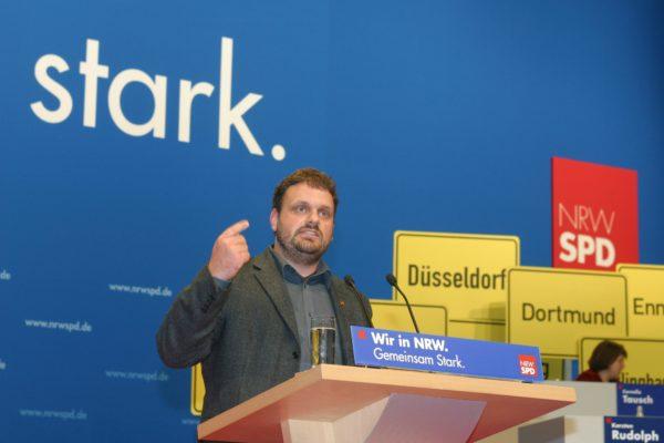 Auf dem Landesparteitag 2004 tritt Guido van den Berg tritt für den Energie-Standort Rhein-Erft-Kreis ein (2004)