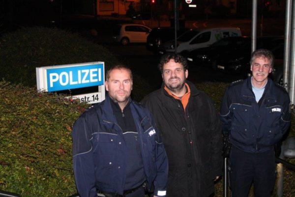 Auf Nachtschicht: Polizeioberkommissar Daniel Anker, Landtagsabgeordneter Guido van den Berg und Polizeihauptkommissar Frank Völker (2017)