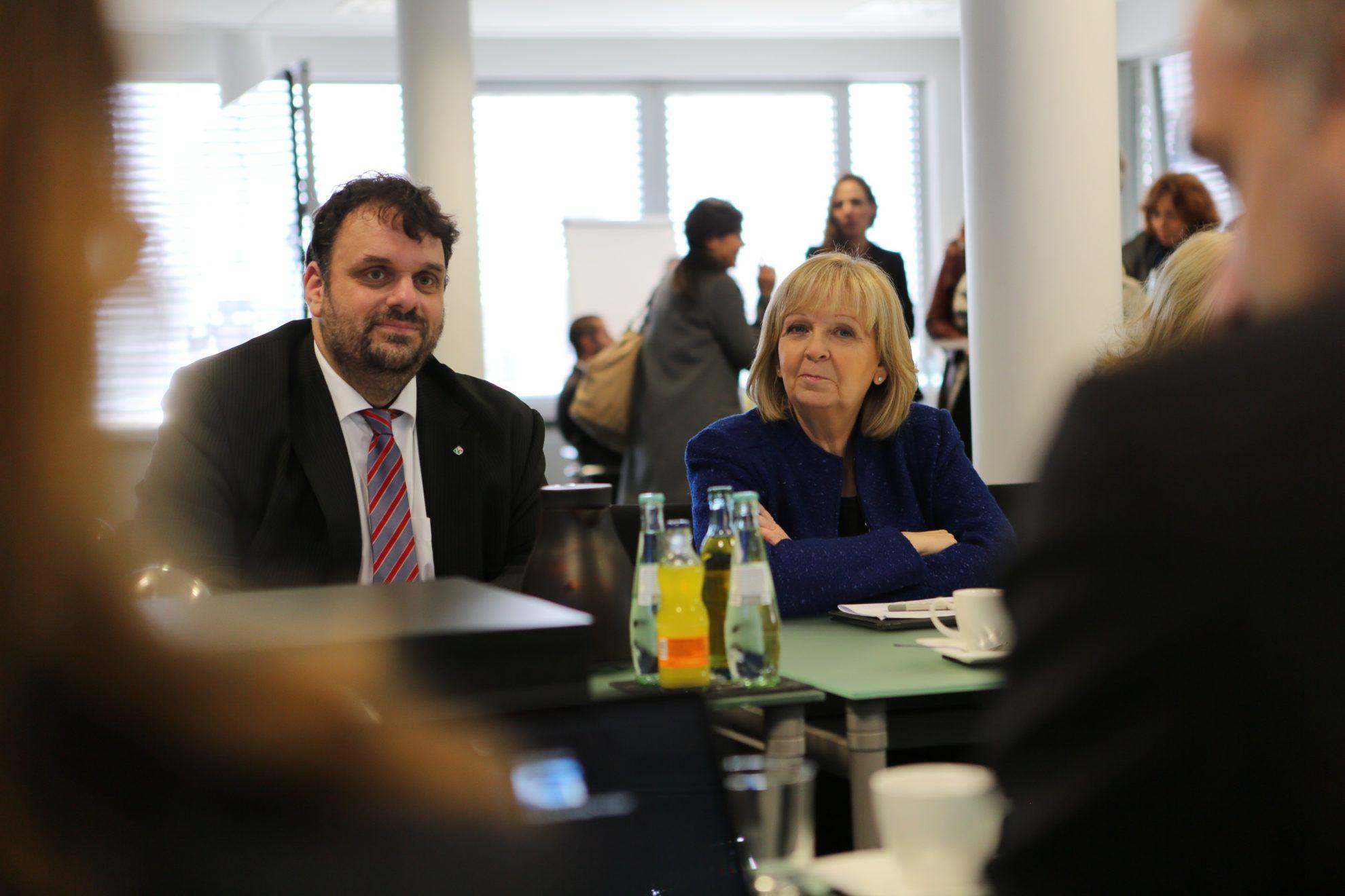 2017-03-22 Guido van den Berg und Hannelore Kraft im virtuellen Kraftwerk Heppendorf