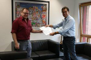 Gero fürstenberg, IHK Geschäftstelle Bergheim erhält von Dierk Timm die Antworten auf die Wahlprüfsteine