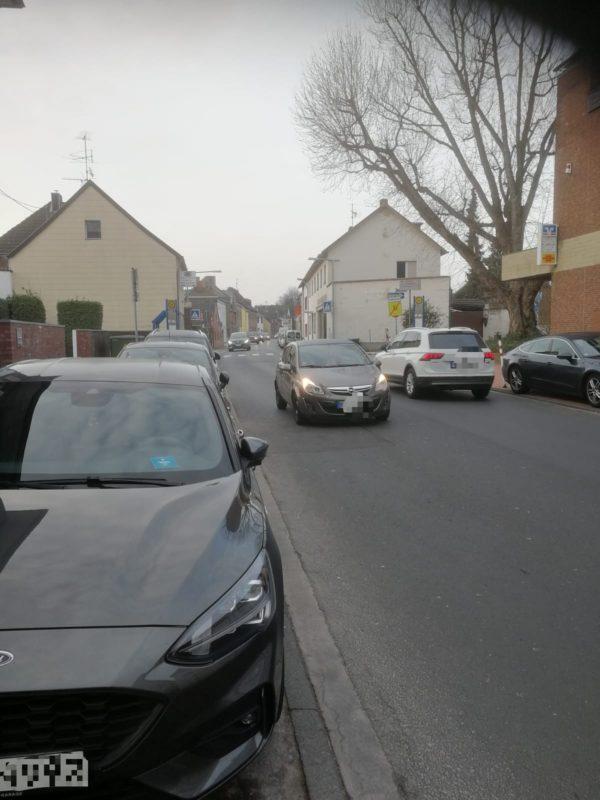 dichter Verkehr auf der Bernhardstraße Richtung Königsdorf
