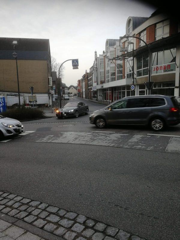 Knoten Ehrenfriedstraße Mathildenstraße und Bernhardstraße mit dichtem Verkehr