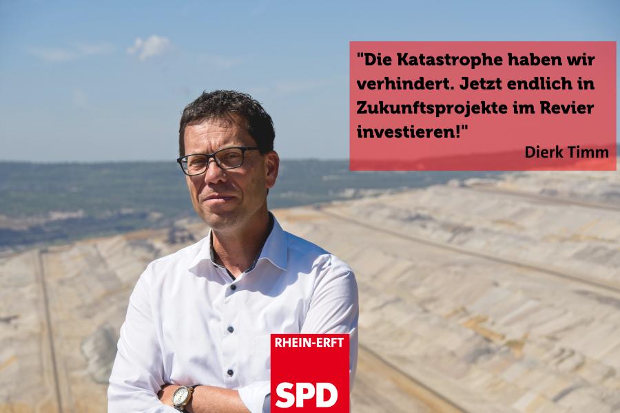 """Dierk Timm am Tagebau Hambach. Text: """"Katastrophe für Strukturwandel verhindert. Jetzt können wir in die Zukunft des Reviers investieren."""""""