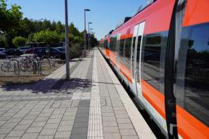 Die RB 38 am Bedburger Bahnhof